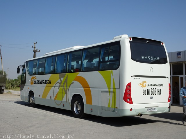 ウズベキスタンのバス