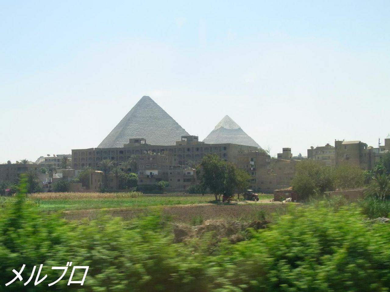 街中ピラミッド