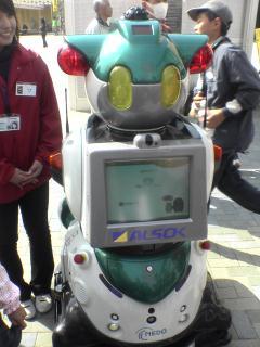 アフリカゾーンでクイズロボット発見