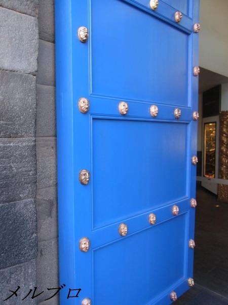 クスコのドア
