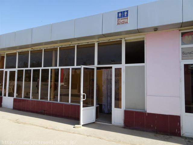 ウズベキスタンのガソリンスタンドのトイレ