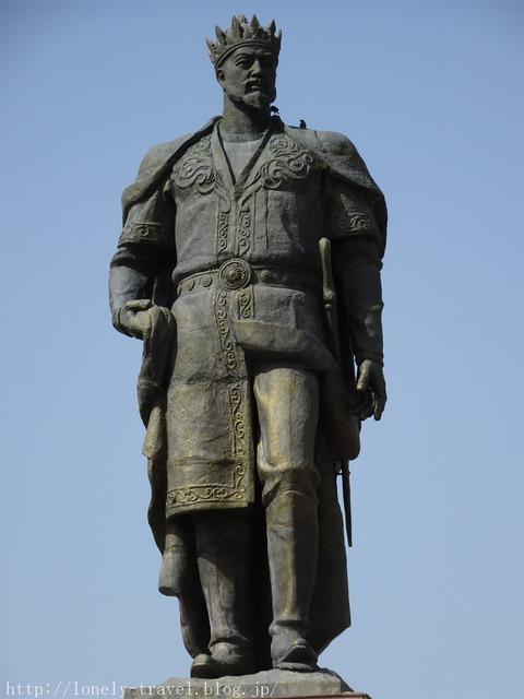 シャフリサブスのティムール像