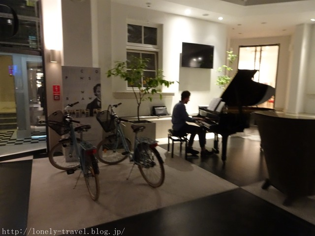 ホテルのピアノ