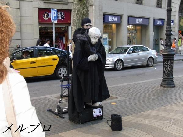 ランブラス通りの大道芸人