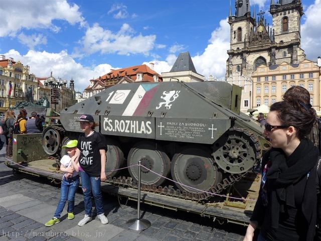 旧市街広場の戦車 Old Town Square