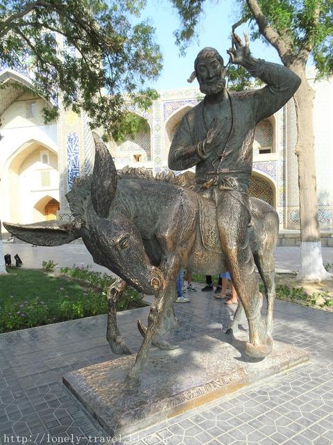フッジャ・ナスレッディン像(神学者)