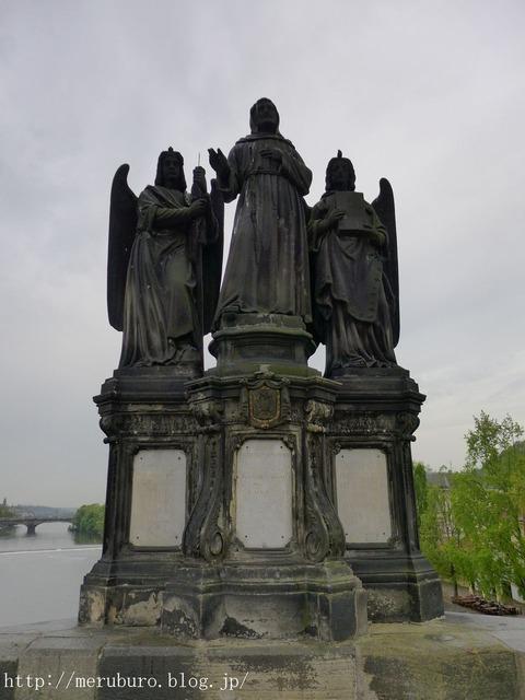 22_熾天使に守られた聖フランチェスコ像