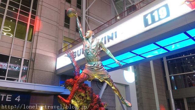 マイケル・ジョーダンの像