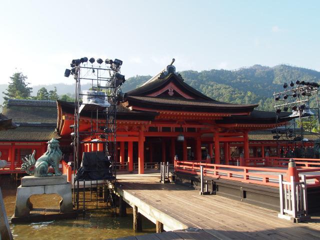 厳島神社 高舞台と本殿