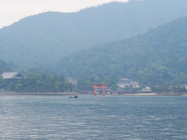 海から眺める厳島神社(1)