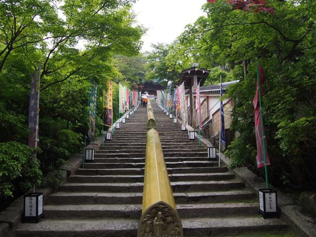 大聖院 仁王門から階段を上がる