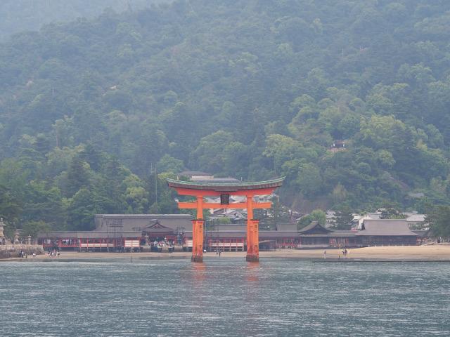 海から眺める厳島神社(2)