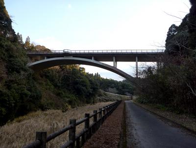 吾平山稜への自転車道