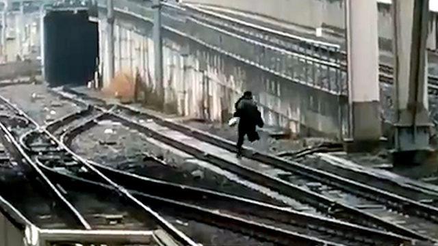 警察「痴漢って言われたからって線路に逃げないで! すぐに逮捕はしないよ!」