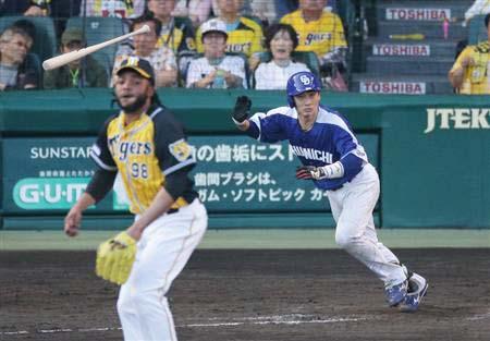 阪神ドリス相手に犠牲フライを放つ中日・松井雅人さんの写真wwwwww