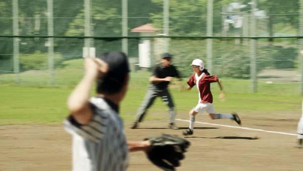 女 走者 走塁 足 草野球