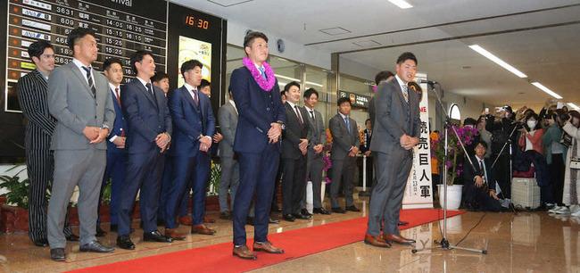 2週間滞在する宮崎で巨人・岡本が挨拶「1カ月間お世話になります」「来年は優勝」