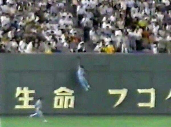 飯田 外野手 ジャンプ