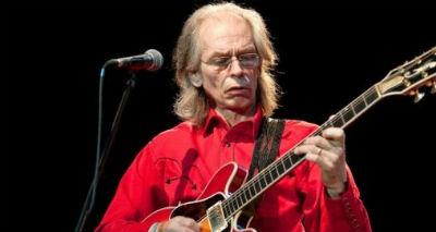 エイジア、ギタリストのスティーヴ・ハウが脱退