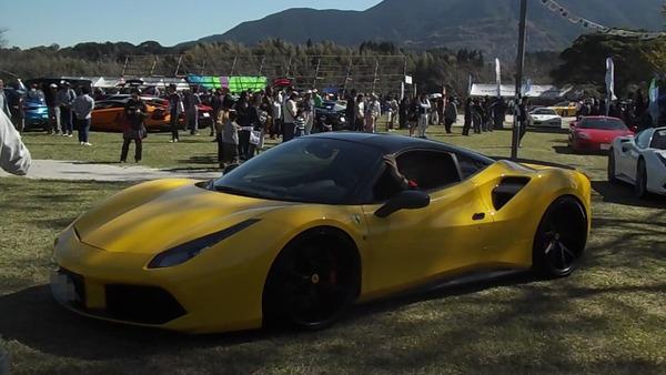 黄フェラーリ