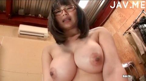 地味な巨乳メガネっ娘の吉永あかね