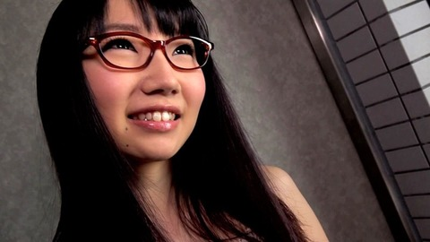 メガネ姿の今村加奈子