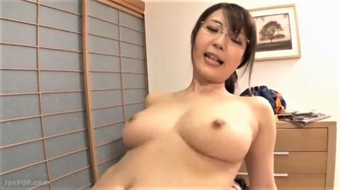 巨乳のメガネ女子・橘優花