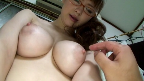メガネ女子の美乳