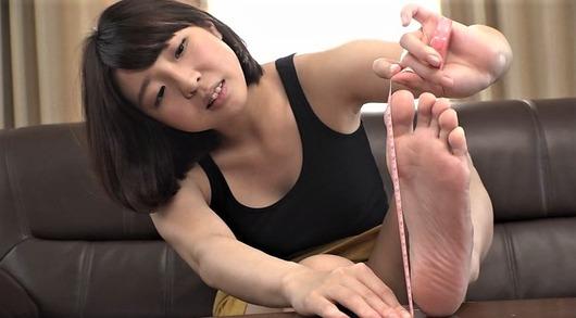 童顔少女の足裏計測