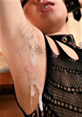 西田カリナの脇毛にぶっかけ
