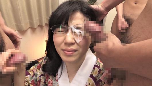 地味な眼鏡ブスに顔射