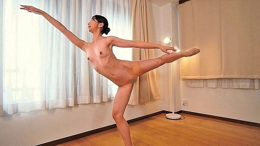 草刈美緒が全裸でバレエ
