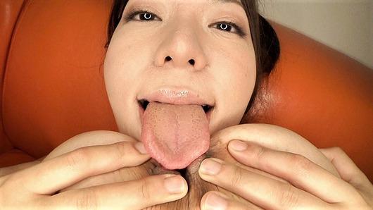 汚舌でセルフパイ舐め