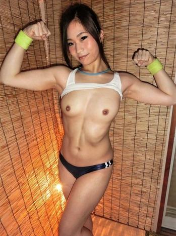 筋肉女子の腋