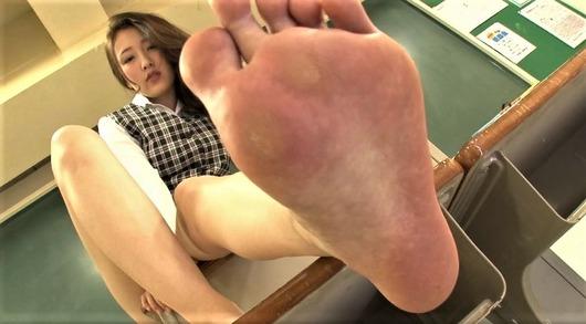 女の足の裏どアップ