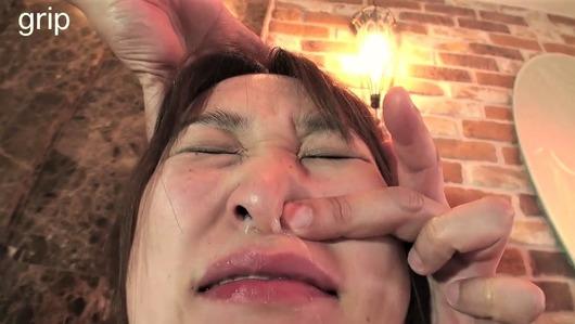 女の鼻水を強制的に出す