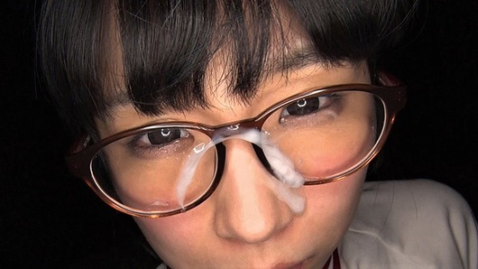 永井みひなのメガネに顔射