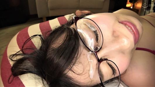 新川愛七のメガネに顔射