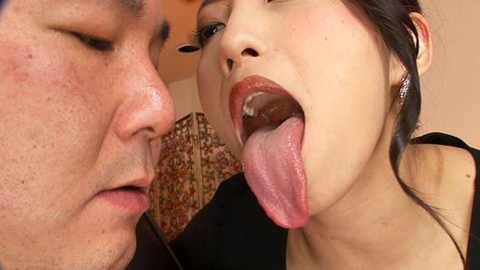 神納花の長い舌