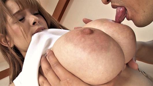 西村ニーナの爆乳を揉んで舐める