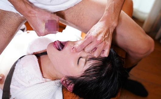 大沢カスミに舌上射精