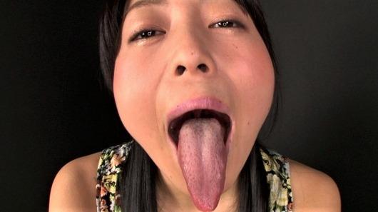 宇多田あみの長い舌