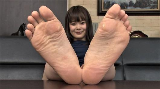 女子の足裏フェチ画像
