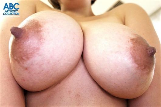 勃起乳首の爆乳