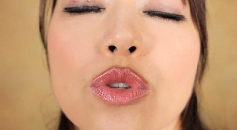 美熟女・北条麻妃のキス顔
