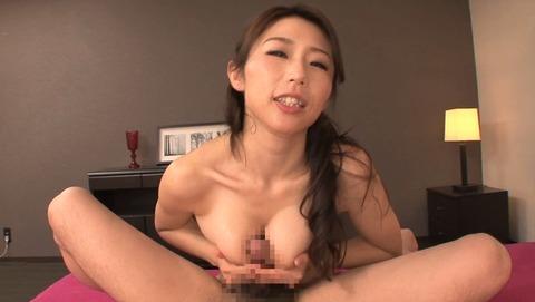 篠田あゆみが巨乳でパイズリ