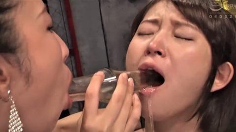えずき汁を垂らす深田結梨