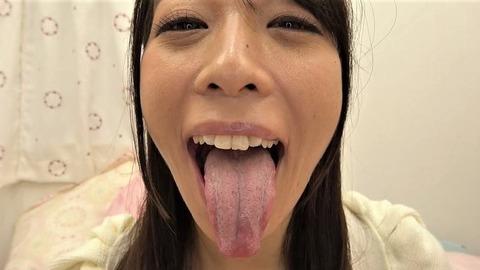桃瀬ゆりの舌苔だらけの汚舌