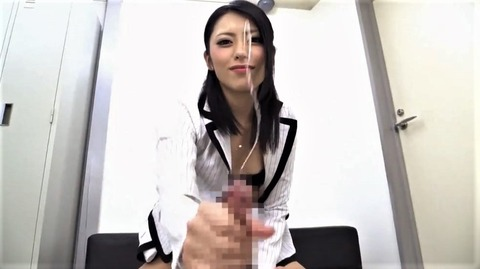 桜井あゆの手コキで射精