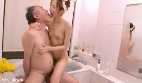 絵色千佳がお風呂でベロチュー